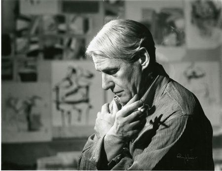 Willem de Kooning in his studio (1961).
