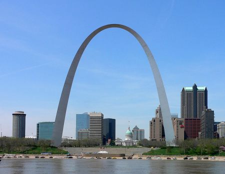 The Gateway Arch symbolizes St. Louis's status as gateway to the western frontier of the United States.