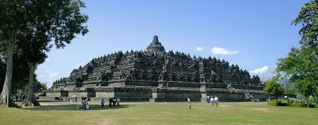 Borobudor is a Mahayana Buddhist temple and was built in the Gupta architectural style.