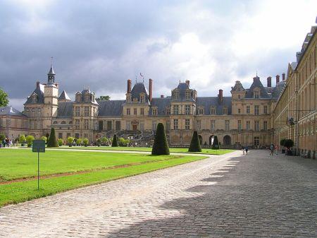A view of the Chateau de Fontainebleau.