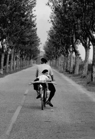 elliott-erwitt-untitled-provence-1955