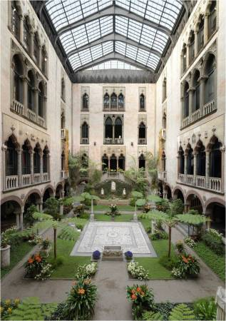 The courtyard of the museum, which was designed to look like a 15th century Venetian mansion.