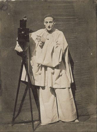 Nadar_-_Pierrot_the_photographer