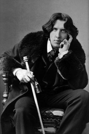 A photograph of Oscar Wilde by Napoleon Sarony, taken in 1882.