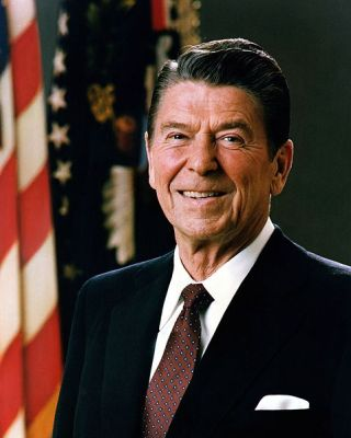 Official Presidential portrait of Ronald Reagan in 1981.