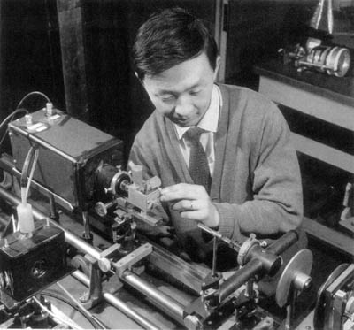 Scientist George Kao researching fiber optics at Standard Telecommunications Laboratory (UK) in the 1960s.