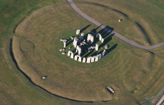 Stonehenge_aerial_