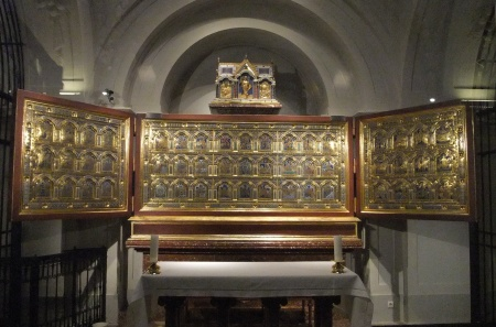 Nicholas Verdun's gold and enameled altarpiece.