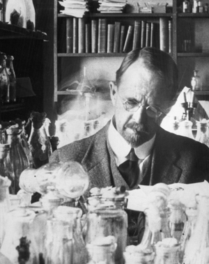 Thomas Hunt Morgan in the fly room at Columbia University.