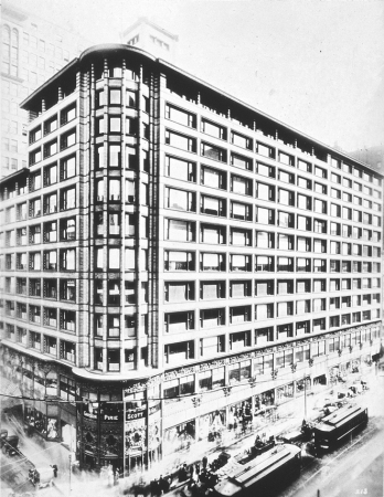 A photo of the Carson, Pirie, Scott Building in the early 1900s.
