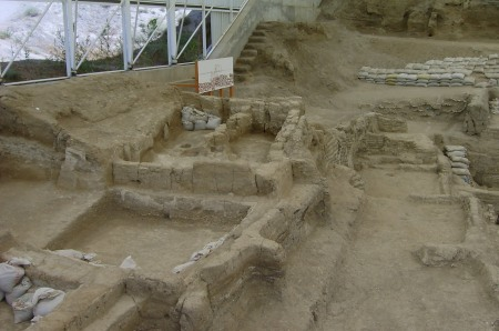 A view of the archaeological excavations at Çatalhöyük.