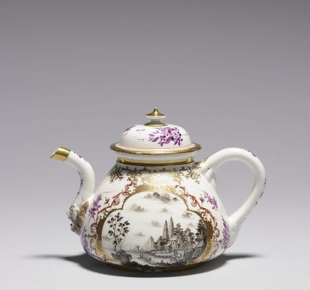 A Meissen porcelain teapot from the 1720s.