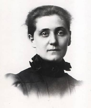 A photograph of Jane Addams from 1889-1890.