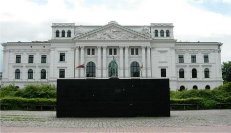 Black Form, by Sol Lewitt, at Altona City Hall in Hamburg, Germany.