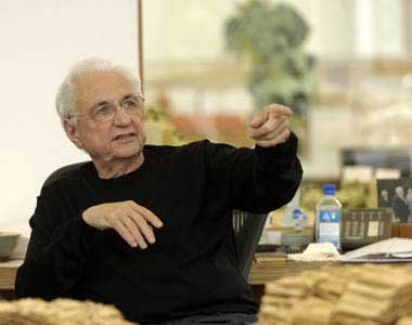 A 2007 photograph of Frank Gehry by Thomas Mayer.