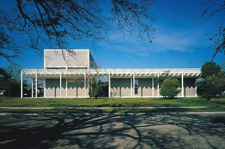 The Menil Collection, in Houston, texas, was designed by Renzo Piano.
