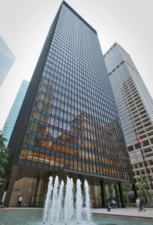 Seagram Building (1958). Architects: Ludwig Mies van der Rohe & Philip Johnson. Location: New York City, US.