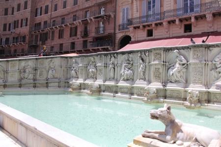 The Fonte Gaia with replicas of the original statues.