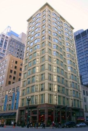 Daniel Hudson Burnham designed the Reliance Building in Chicago.