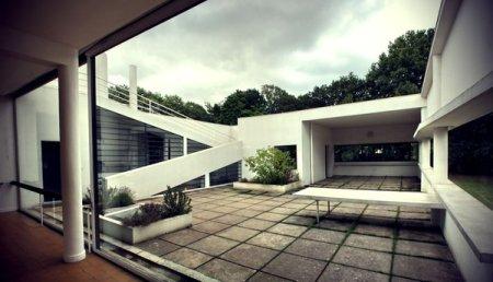 Le Corbusier's Villa Savoye, showing the second floor patio.