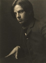 A 1905 self portrait by Alvin Langdon Coburn.