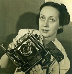A 1940 photograph of Barbara Morgan.