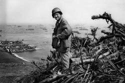 A photograph of Joe Rosenthal on Mt. Suribachi just after taking his Pulitzer Prize winning photo.
