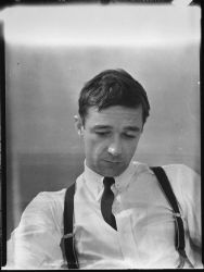 A self portrait by Walker Evans from the 1930s.