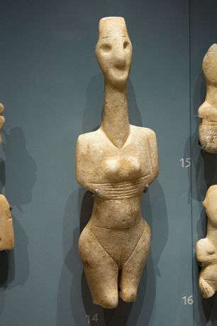 Cycladic_figurine_female,_3200–2800_BC,_AshmoleanM,_AN_1946.118,_142402